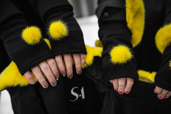 Перчатки ангора с норковыми помпонами