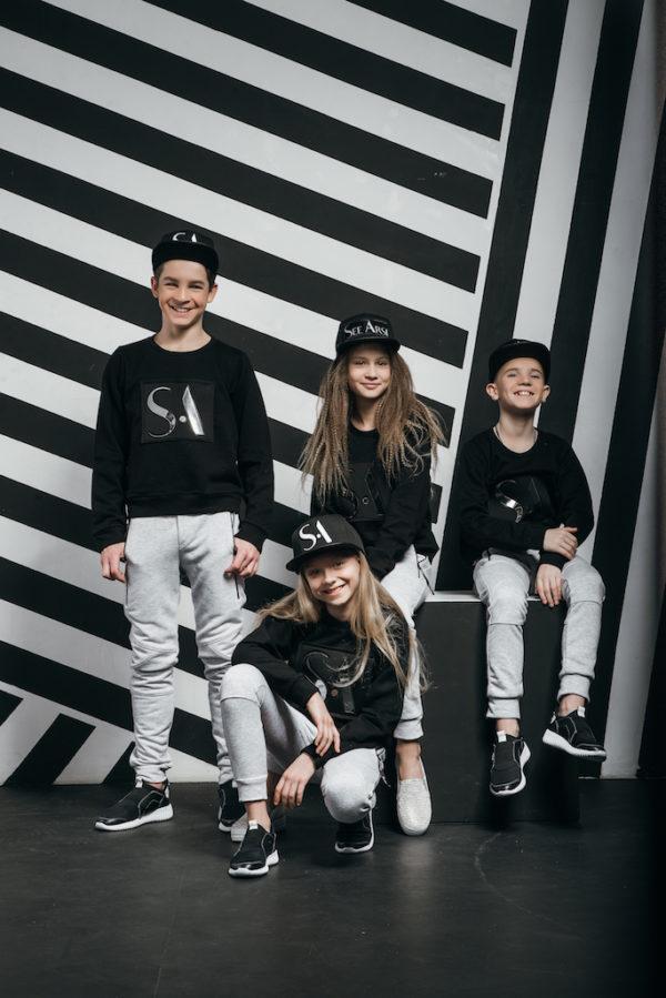 Свитшот бренд SA черный