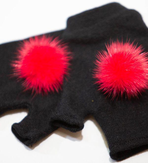 Перчатки из ангоры с помпоном из норки